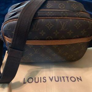 Authentic Louis Vuitton Reporter bag